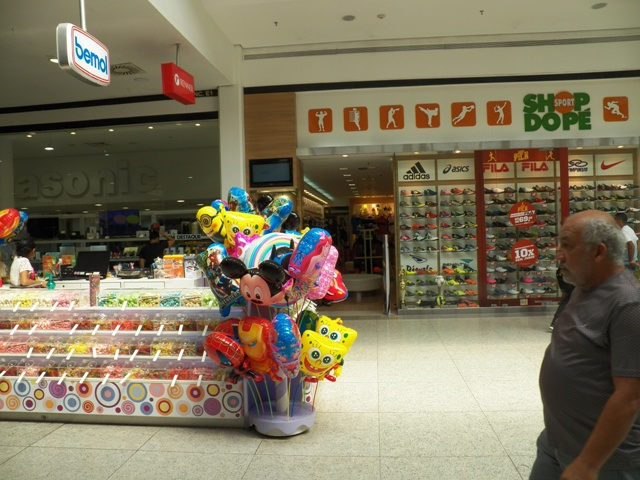 A photograph from inside of Manaus' second biggest shopping mall. Photo Taken by Patrick Carpen.